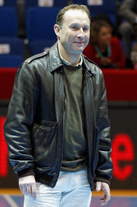 Jean Pierre Papin, ancien footballeur et entraîneur, est un des ambassadeurs de Pasinobet